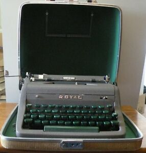 1953 Royal Portable Quiet Deluxe Typewriter with case Working condition