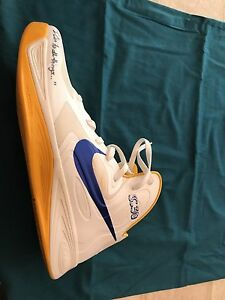 authentic autographed Stephen Curry Nike Hyperfuse Size 13