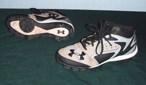 Under Armour Leadoff Low Youth Boys Size 1 Gray Black Baseball Cleats Used Shoes