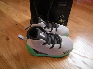 New Infant Boys  Girls Gray & Green Under Armour Curry 3 Tennis Shoes Size 4