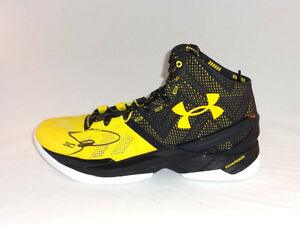 STEPHEN CURRY GOLDEN STATE WARRIORS SIGNED GAME MODEL UNDER ARMOUR SHOE PSADNA
