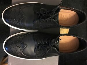 Clarks Wing Tip Oxford Size 8 black $99.99