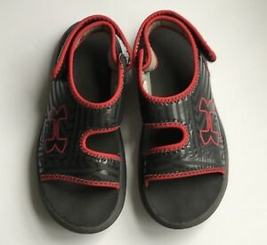 Boys UNDER ARMOUR FLASH Black Red Sandals Shoes Youth SIZE 2