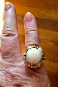VINTAGE  14K GOLD WHITE CORAL CABOCHON RING (weighs 10.3g) size 6