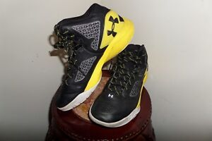 Boys Under Armour Shoes Youth Kids CLUTCH FIT CHARGED BASKETBALL SNEAKERS $25.00