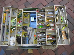 HUGE PLANO 8600 TACKLE BOX FULL OF 90+ OLDER + MODERN LURES ESTATE SALE FIND