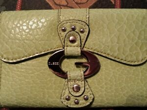 Woman's GUESS^ LEATHER FULL COMPARTMENT