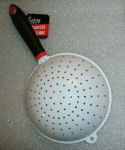WHITE COLANDER Plastic Strainer Basket w Handle 5.5