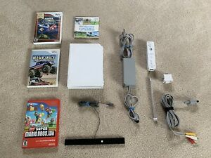 Nintendo Wii White Console Bundle With 4 Games And 1 Controller. Mario Games!!!