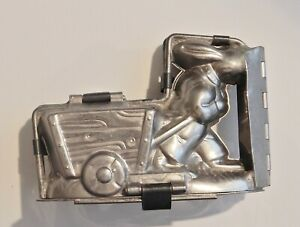 Chocolate mold, bunny pulling a little wagon