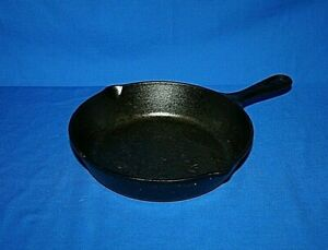 Lodge 5SK Cast Iron Skillet 8 inch with Heat Ring Double Spout USA