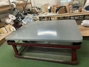 Mattress equipment tape edge machine in good working condition SINGER 300w104