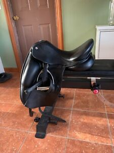 N2 Vincitore dressage saddle 17.5 in very good condition.