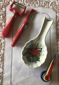 The Pioneer Woman Spring Bouquet Floral Spoon Rest Melamine, Peelers