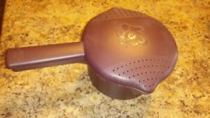 The Pampered Chef Microwave Pasta Cooker With Built In Strainer Lid