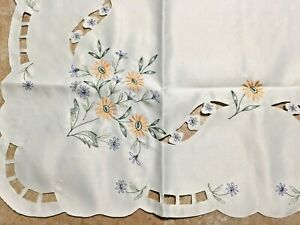 VINTAGE EMBROIDERED POLYESTER TABLECLOTH FLOWERS 31X31quot;