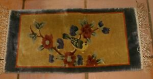 Vintage PRE OWNED Small Wool Silk Mat 25quot; x 13quot; tassels each side 2quot; PRAYER MAT $28.00