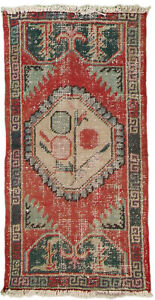 Hand Made Vintage Turkish Milas 2#x27;1quot; x 4#x27;2quot; Area Rug $75.00