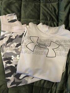 Boys Under Armour Sweats Outfit Size Large camouflage $17.99