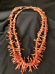 VINTAGE SALMON CORAL NECKLACE