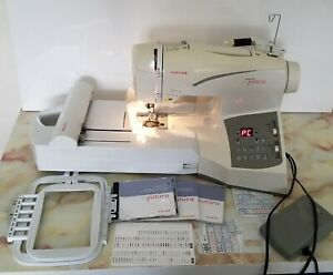 Singer Quantum Futura CE 200 Computerized Sewing and Embrodery Machine. $263.00