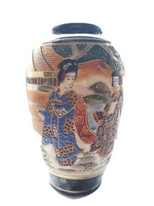 Beautiful antique Japanese Satsuma Moriage Vase 8 tall excellent condition