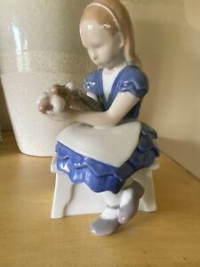 Bing and Grondahl Porcelain Figurine Sitting Girl with Flowers #2298 MINT $49.99