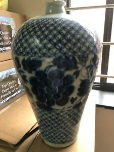 Antique Chinese Blue and White Vase 16th C Ming Period $140.00