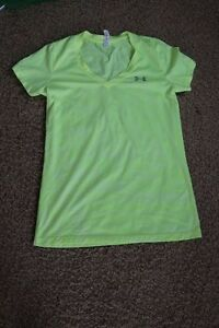 WOMEN'S UNDER ARMOUR DRY FIT YOGA RUN SPORTS GYM SHIRT SIZE: XS. YELLOW