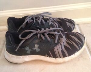 Boy's Under Armour Shoes Size 6 Youth UA BGS Flow Black Gray