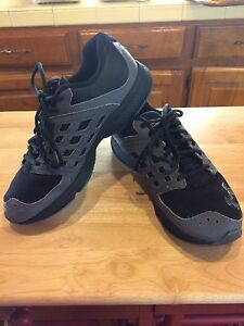 Boys Under Armour Micro G Athletic Shoes GS Sz 6 Black Gray
