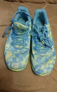 size 9 under armour running walking shoes