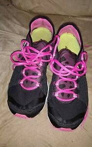 Womens size 9.5 under armour shoes running walking