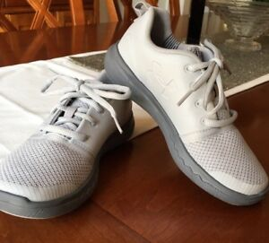 Boys Under Armour Charged 247 Low Shoes Youth size 1 GrayAluminum EUC