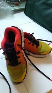 Under Armour boys shoe size 12 good condition!