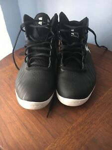 UNDER ARMOUR - WOMENS BASKETBALL ATHLETIC SHOES - SIZE 7.5