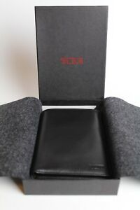 NEW Tumi Men's Black Leather Bifold Card Wallet - New With Box & Felt Lining
