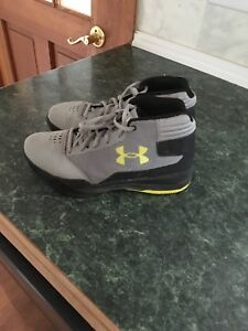 Under Armour Jet 2017  boys Basketball Shoe.  Size 6y