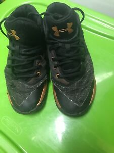 UNDER ARMOUR GRADE SCHOOL BoysYouth Blackgold Basketball Shoes Size 3Y