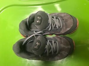 Under Armour Boys Shoes Youth Size 2 BlackGreen Boys Sneakers Gently Worn