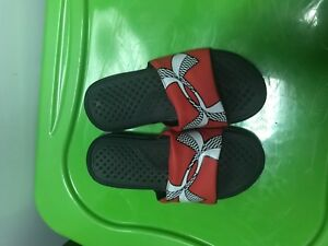 UA Under Armour Boys'  Flip Flops red Size 3Y