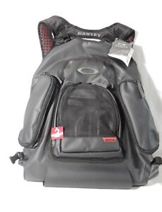 OAKLEY 3-1 WATERMAN PACK  WET  DRY BLACK  X LARGE BACKPACK 17