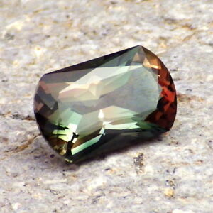 CHROME GREEN-TEAL-RED MULTICOLOR OREGON SUNSTONE 2.79Ct VS2-VERY RARE COLOR!!