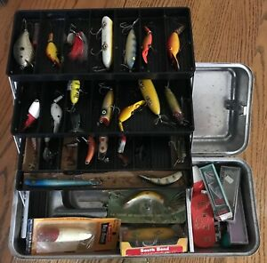 Vintage Metal Tackle Box wSouth BendRapalaHeddonLazy Ike lures some in boxes