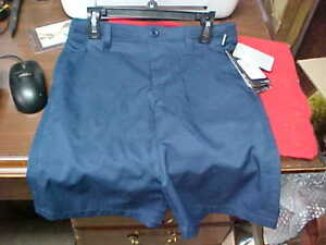NEW WITH TAGS UNDER ARMOUR BOYS DRESS SHORTS SIZE 12 NAVY RETAILS 39.99 NWT