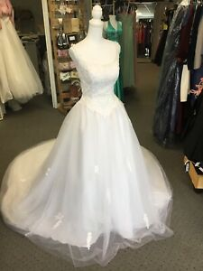 White Lace Sz 8 Tulle Wedding Ballgown With Lace Sleeves And Full Train NWOT