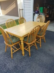 BEAUTIFUL 7-PIECE WOOD DINNING/KITCHEN TABLE & CHAIRS SET