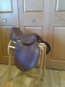 Lancers English Saddle - Brown leather, good condition