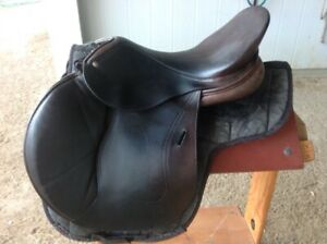 Schlesse jump saddle Eagle model 18 inch seat in good condition.