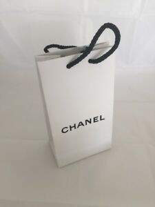 NEW CHANEL WHITE PAPER GIFT BAG AUTHENTIC WHITE Gift Bag w BLACK ROPE HANDLES